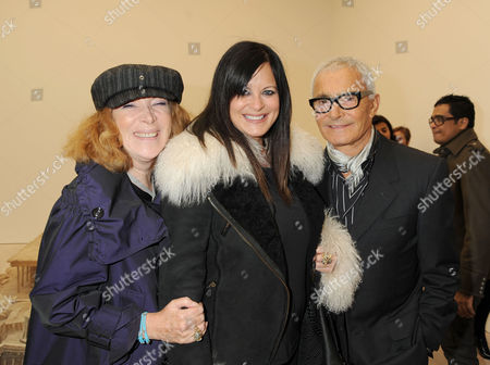 Private View at the New Saatchi Gallery at the Duke of York's Headquarters Building On Kings Road Nona Summers and Vidal Sassoon with His Wife Ronnie Sassoon