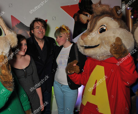 Uk Premiere of 'Alvin and the Chipmunks 2 - the Squeakquel' at the Empire Leicester Square Jonathan Ross with His Daughters Honey Kinny Ross (l) and Betty Kitten Ross (r)