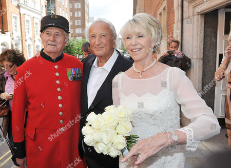 Wedding of Michael Winner to Geraldine Lynton-edwards at Chelsea Registry Office the Bride and Groom After the Service with A Chelsea Pensioner
