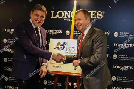 Contract signature. Juan-Carlos Capelli (left) and Winfried Engelbrecht-Bresges (right).  Longines announces the renewal of its partnership with the Hong Kong Jockey Club.