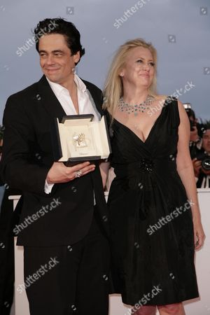 61st Cannes Film Festival - Arrivals For the Palm D'or Award Ceremony Benicio Del Toro; Winner of Best Performance by an Actor in 'Che' with Producer Laura Bickford