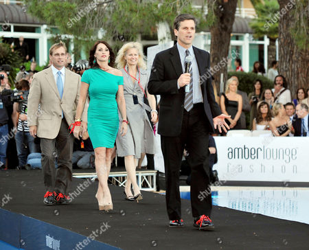 Amber Lounge Fashion Show and Auction at Le Meridien Beach Plaza Monaco Tim Shriver (chairman and Ceo of Special Olympics) with His Wife Linda Potter (back) and Nadia Comaneci (green Dress)