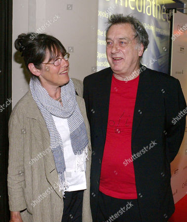 'Cherie' Uk Film Premiere at the Cine Lumiere South Kensington the Director Stephen Frears with His Wife Anne Rothenstein