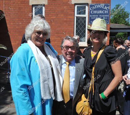 Funeral of Danny La Rue at the Church of the Transfiguration Chamberlayne Road Kensal Rise London Ronnie Corbett with His Wife and Daughter