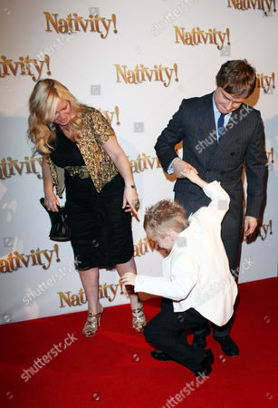 London Gala Premiere of 'Nativity!' at the Barbican Debbie Isitt and Martin Freeman with One of the Children in the Film