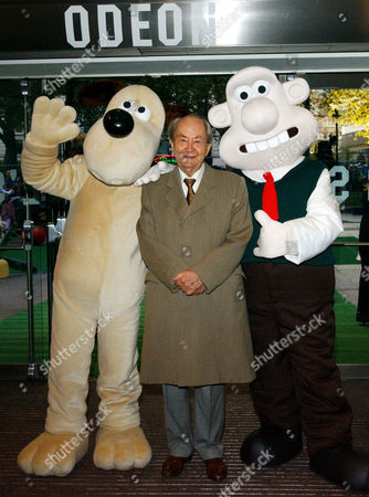 Uk Premiere of 'Wallace and Gromit the Curse of the Were Rabbit' at the Odeon Leicester Square Peter Sallis Who Plays the Voice of Wallace with Wallace and Gromit