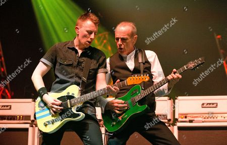 Richie Malone and Francis Rossi (R) - Status Quo Live - Last of the Electrics Tour