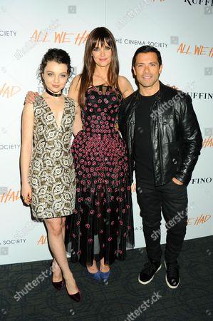 Stefania Owen, Katie Holmes, Mark Consuelos