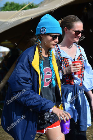 Glastonbury, England, 25th June 2016: Cara Delevingne with Her Sister Chloe Delevingne Backstage On the Second Day of the Glastonbury Music Festival 2016 On the 25th June 2016.