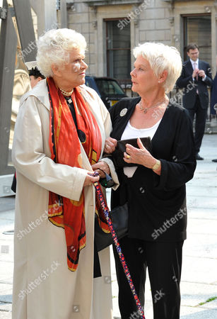 A Jubilee Celebration of the Arts at the Royal Academy of Arts Piccadilly London Dame Joan Plowright & Dame Judi Dench