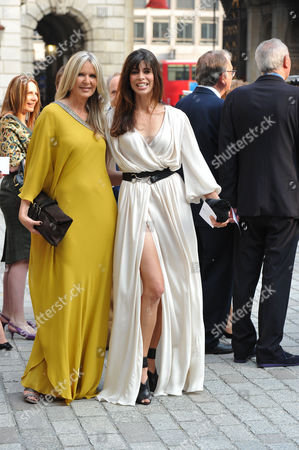 A Jubilee Celebration of the Arts at the Royal Academy of Arts Piccadilly London Amanda Wakeley & Lisa ( B ) Bilton
