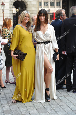 A Jubilee Celebration of the Arts at the Royal Academy of Arts Piccadilly London Amanda Wakeley & Lisa ( B ) Bilton