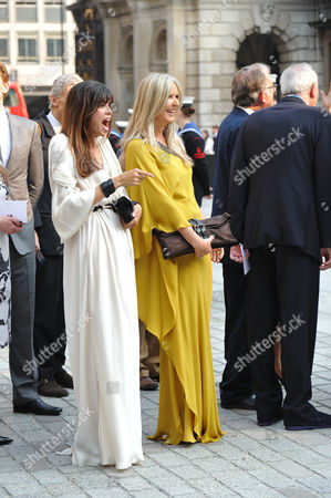 Stock Photo of A Jubilee Celebration of the Arts at the Royal Academy of Arts Piccadilly London Amanda Wakeley & Lisa ( B ) Bilton