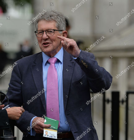 Cabinet Meeting at Number 10 Downing Street Westminster London Don Foster Mp Deputy Chief Whip in the House of Commons