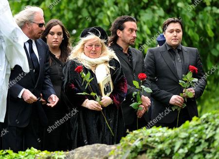 Funeral of Robin Gibb at St Marys Church Thame Oxfordshire Stevie Gibb Linda Gibb Barry Gibb Dwina Murphy Gibb Spencer Gibb & Robin-john Gibb