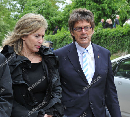 Funeral of Robin Gibb at St Marys Church Thame Oxfordshire Mike Reid