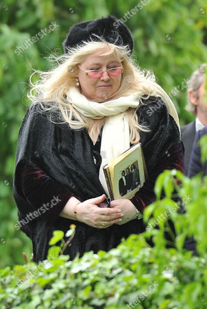 Stock Image of Funeral of Robin Gibb at St Marys Church Thame Oxfordshire Dwina Murphy Gibb
