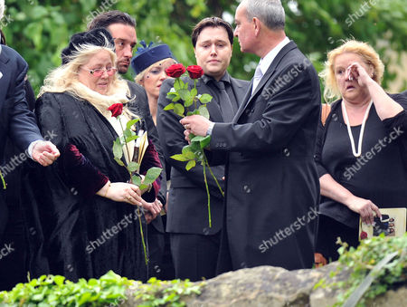 Funeral of Robin Gibb at St Marys Church Thame Oxfordshire Dwina Murphy Gibb & Spencer Gibb