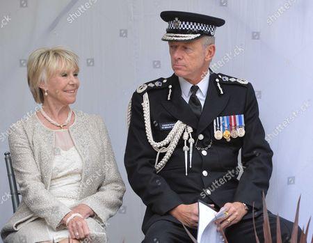 Michael Winner - Memorial Service at the National Police Memorial the Mall London Geraldine Winner and Metropolitan Police Commissioner Sir Bernard Hogan-howe