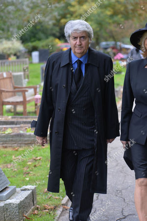 Stock Image of The Funeral of Singer Songwriter Lynsey De Paul at Hendon Cemetery & Crematorium Holders Hill Rd North London Tom Conti