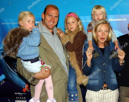 Uk Premiere of Disney/pixar's 'Finding Nemo' at the Odeon Leicester Square London Uk Lawrence Dallaglio with His Wife Alice & Children Enzo 2 Josie 4 & Ella ^