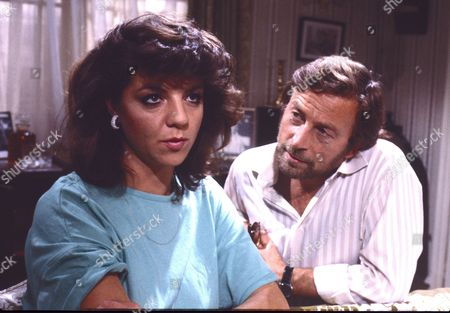 Vikki Chambers (as Sally Waterman) and Kenneth Farrington (as Billy Walker)