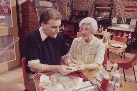 Ron Donachie (as Joe Schofield) and Jill Summers (as Phyllis Pearce)
