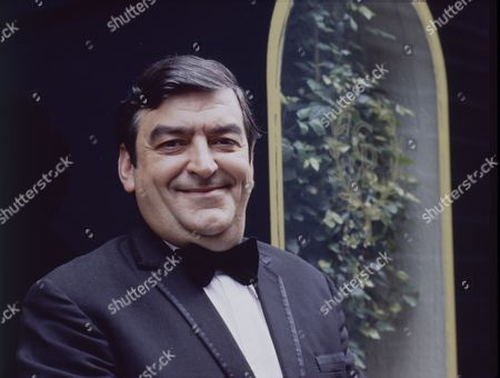 Ray Marioni (as Leonardo)