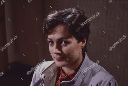 Dorothy Vernon (as Mrs Walters)