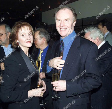 Uk Premiere of the Shipping News in Aid of the Old Vic Theatre A Pre Screening Cocktail Party at the Met Bar Old Park Lane Followed by A Party in the Ballroom of Claridges After the Premiere Sally Burton & Tim Piggott-smith