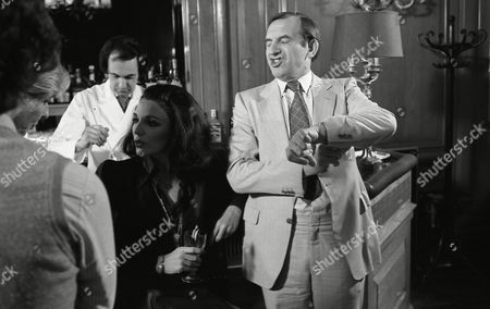 Filming of Cinzano/martini Advert at the Dorchester Hotel Joan Collins and Leonard Rossiter