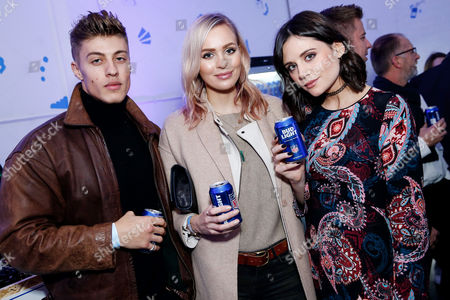 Grab it while you can. Lilah Parsons enjoys a Bud Light with Ianthe Rose and Max Hamilton