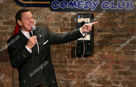 """Joe Piscopo sings an updated """"New York, New York,"""" during an event to help raise funds for the Boys and Girls Club of America at the Stress Factory Comedy Club, in New Brunswick, N.J. Famous for his SNL portrayal of Frank Sinatra, the actor, comedian and radio host is a potential candidate for governor in 2017 to succeed Republican Gov. Chris Christie"""