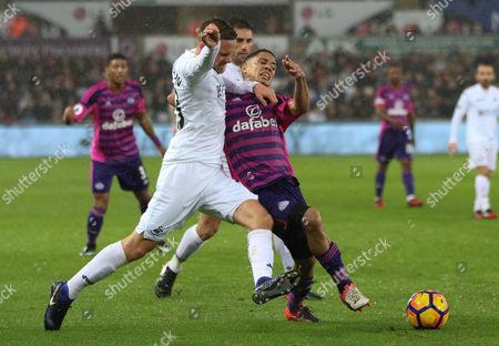 Steven Pienaar of Sunderland is challenged by Gylfi Sigurdsson of Swansea City