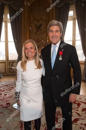Ambassador of USA in France, Jane D. Hartley and U.S. Secretary of State John Kerry