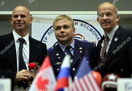 Members of the Main International Space Crew Us Astronaut Jeffrey Williams (r) Canadian Billionaire Guy Laliberte (l) and Russian Cosmonaut Maxim Surayev (c) Pose For Photographers During a Press Conference in Star City Outside Moscow Russia 10 September 2009 the Launch of the International Space Mission From Baikonur is Scheduled For 30 September 2009