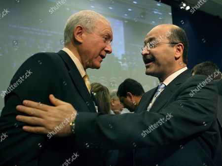 Us Senator Orin Hatch (l) is Embraced by Iraqi Deputy Prime Minister Barham Salih (r) Following a Debate Session Titled 'Iraq: the Regional Security Dimension' On the Last Day of the World Economic Forum On the Middle East 2007 at the Dead Sea Jordan 20 May 2007 the Wef Gathers Together Renown Scholars Businessmen Media and Politicians to Discuss the Current Economic Political Social and Religious Issues in the Middle East