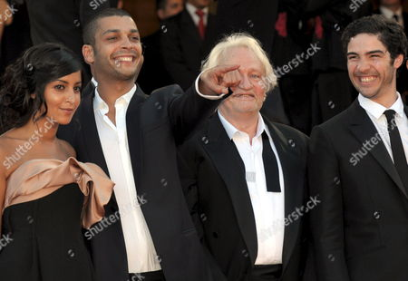 Actor Adel Bencherif Points As He Arrives with Cast Members Leila Bekhti (l) Niels Arestrup (2nd R) and Tahar Rahim (r) For the Gala Screening of the French/ Italian Film 'Un Prophete' by Jacques Audiard Running in Competition in the 62nd Edition of the Cannes Film Festival in Cannes France 16 May 2009