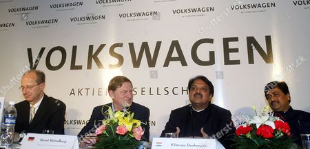 The Member of Board of Management of Volkswagen Ag Responsible For Finance Hans Dieter Potsch (l) German Ambassador to India Bernd Muzelburg (2nd L) and Maharashtra Chief Minister Vilasrao Deshmukh (2nd R) During the Signing of the Agreement in New Delhi India On Wednesday 29 November 2006 German Automotive Group Volkswagen and the Western Indian State of Maharashtra Signed Wednesday an Investment Agreement For the Construction of a Vw Car Plant in What Was Termed the Biggest Single Investment in India Yet by a German Company Vw Put the Targeted Investment at 410 Million Euros (530 Million Dollars) For a Car Production Plant Near the City of Pune the Project Was Approved by Vws Supervisory Board Earlier This Month Vw Chief Financial Officer Hans Dieter Poetsch and the Head of the Companys Skoda Division Detlef Wittig Signed the Agreement Under Which Production is to Start Up in 2009 with the Plant to Produce 110 000 Cars Specially-designed For the India Market Annually