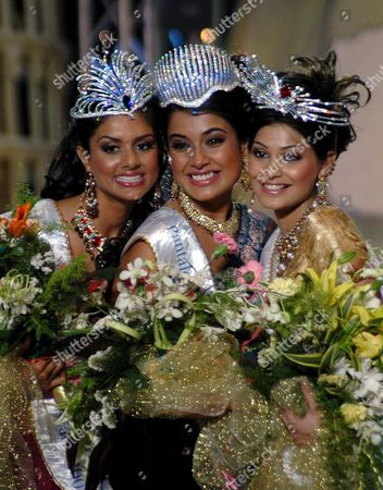 Miss India Universe Sarah Jane Dias (c) Poses with Miss India Earth Pooja Chitgopikar (l) and Miss India World Pooja Gupta After the Crowning Ceremony of the Beauty Pageant Contest Miss India in Mumbai Late Sunday 08 March 2007 Around 25 Contestants From All Over the Country Participated in This Yearly Event of Miss India