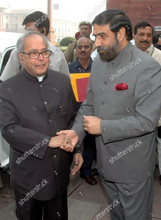 Newly Appointed India's Foreign Minister Pranab Mukherjee (l) is Greeted by Minister of State For External Affairs Anand Sharma (r) at His Arrival at the Ministry of External Affairs in New Delhi India On Wednesday 25 October 2006 the Indian Government On Tuesday Appointed Pranab Mukherjee As India's New Foreign Minister Nearly a Year After the Previous Minister Natwar Singh Was Forced to Resign Over Charges of Benefiting From the Iraqi Oil-for-food Scandal Mukherjee Had Been the Defence Minister Ever Since the Congress- Led United Progressive Alliance (upa) Came to Power in 2004