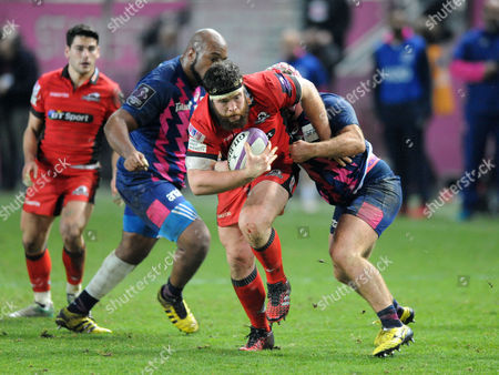 Alasdair Dickinson - Edinburgh prop thunders towards the Stade Francais line as he is tackled by hooker Remi Bonfils (R).