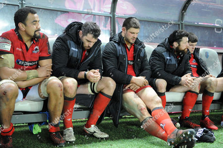 (L to R) Viliame Mata, Fraser McKenzie, Ross Ford, Alasdair Dickinson and Blair Kinghorn sit dejected on the bench as they watch the game slip away from Edinburgh.