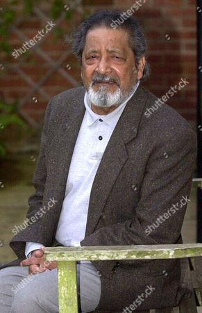 Salterton United Kingdom : Picture Dated 11 October 2001 in Salerton Shows V S Naipaul the Trinidad-born British Author Whose Restless Quest For the Roots in a Post-colonial World Redefined Outdated Notions of Identity who Won the Nobel Literature Prize 11 October 2001 For Works That Compel Us to See the Presence of Suppressed Histories  the Swedish Academy Said