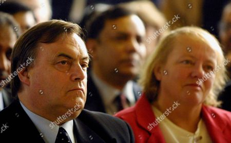 London United Kingdom : Deputy Prime Minister John Prescott (l) and Dr Mo Mowlam Cabinet Minister Listen to a Speech by Prime Minister Tony Blair During a Visit to Dame Colet House in Stepney East London 15 January 2001 Blair Prescott and Other Cabinet Members Visited the Inner-city Neighbourhood to Launch a Campaign For New Commitment to Neighbourhood Renewal