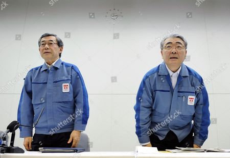 Tokyo Electric Power Co's (tepco) Newly Appointed President Toshio Nishizawa (r) and Former President Masataka Shimizu (l) Bow at the End of a News Conference at the Company Headquarters in Tokyo Japan 20 May 2011 Masataka Shimizu Resigned As the Fukushima Nuclear Crisis Generated a Loss of 1 25 Trillion Yen (15 Billion Us Dollars) the Biggest Loss For a Nonfinancial Japanese Company (excluding Financial Institutions) Japan Tokyo