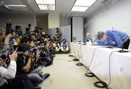 Tokyo Electric Power Co (tepco) Newly Appointed President Toshio Nishizawa (r) Bows During a News Conference at the Company Headquarters in Tokyo Japan 20 May 2011 Tepco's Former President Masataka Shimizu Resigned As the Fukushima Nuclear Crisis Generated a Loss of 1 25 Trillion Yen (15 Billion Us Dollars) the Biggest Loss For a Nonfinancial Japanese Company (excluding Financial Institutions) Japan Tokyo