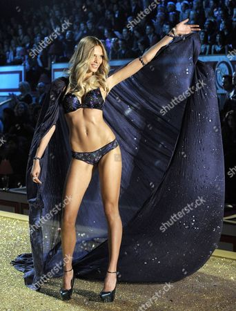 Stock Picture of Belarus Model Katsia Damankova Presents a Creation During the 2010 Victoria's Secret Fashion Show at the Lexington Armory in New York City Usa 10 November 2010 United States New York