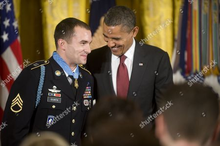 Us President Barack Obama Awards Army Staff Sergeant Salvatore Giunta the Medal of Honor For Conspicuous Gallantry the Highest Award For Valor Bestowed Upon an Individual Serving in the U S Armed Forces in the East Room of the White House Washington Dc Usa on 16 November 2010 Giunta is the First Time Living Recipient of the Medal Since the Vietnam War Giunta Earned the Medal of Honor For His Actions in Afghanistan United States Washington