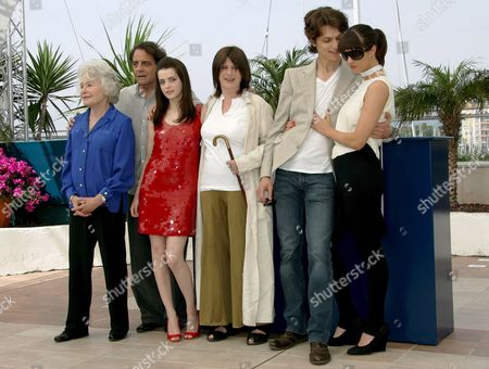 (l-r) French Writer and Actress Claude Sarraute French Producer Jean-francois Lepetit French Actress Roxane Mesquida French Director Catherine Breillat French Actor Fu'ad Ait Aattou and Italian Actress Asia Argento Pose During a Photocall For French Director Catherine Breillat's Film 'Une Vieille Maitresse' Running in Competition at the 60th Cannes Film Festival 25 May 2007 in Cannes France
